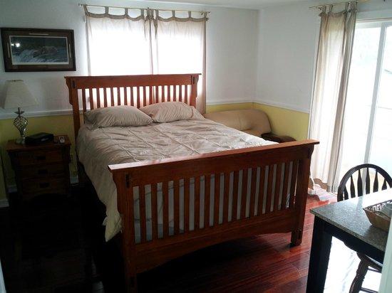 Metlakatla Hotel: room 8