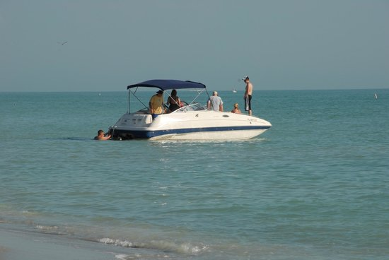 Blind Pass Condominiums: Visiting boaters at Blind Pass Beach