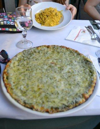Pesto pizza and pasta carbonara
