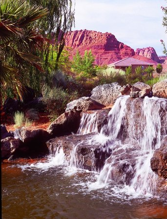 Red Mountain Resort: Waterfalls and views
