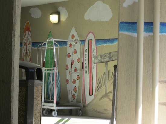 Ocean Reef Resort: Paintings on the walls