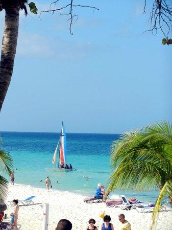 Paradisus Rio de Oro Resort & Spa:                   Пляж                 