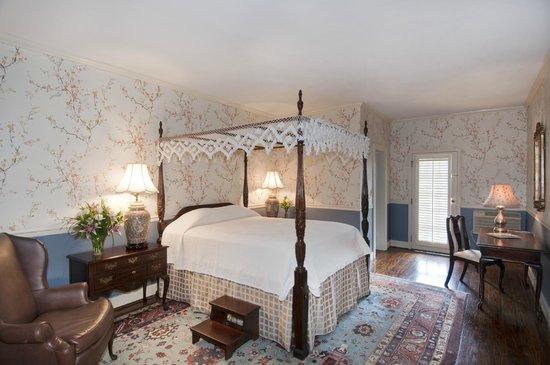 The Meeting Street Inn: standard queen bedded room