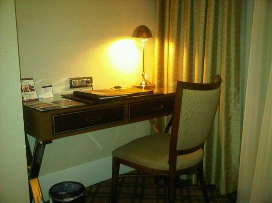 Titanic Port Hotel:                   Desk