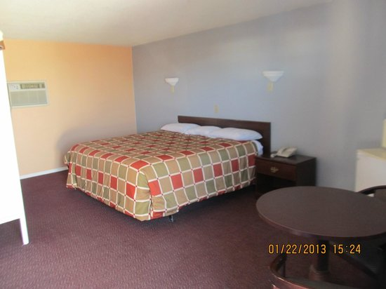 Travelers Lodge : King Size Room