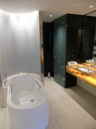 African Pride 15 On Orange Hotel: Bathroom