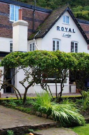 The Royal Lodge: View of hotel from outside