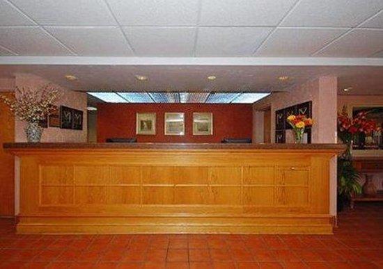 Comfort Inn Quantico: Front Desk