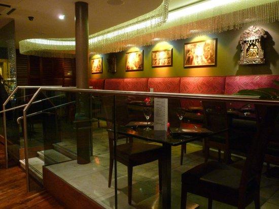 Kama Sutra Stirling: Salle restaurant 1