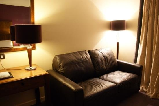 Hotel Kilkenny: Leather couch