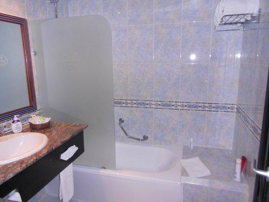 Sirenis Punta Cana Resort Casino & Aquagames: salle de bain