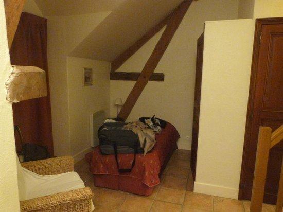 Hotel Residence La Fontaine Aux Bretons : intérieur de l'appartement - premier lit