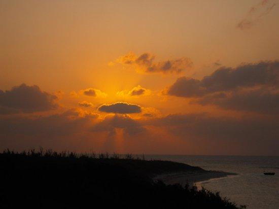 Pension Sainantan: 屋上からのニシ浜の夕日