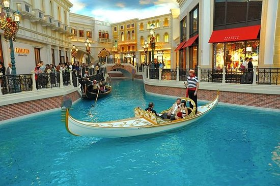 shopping at the venetian picture of the venetian las. Black Bedroom Furniture Sets. Home Design Ideas