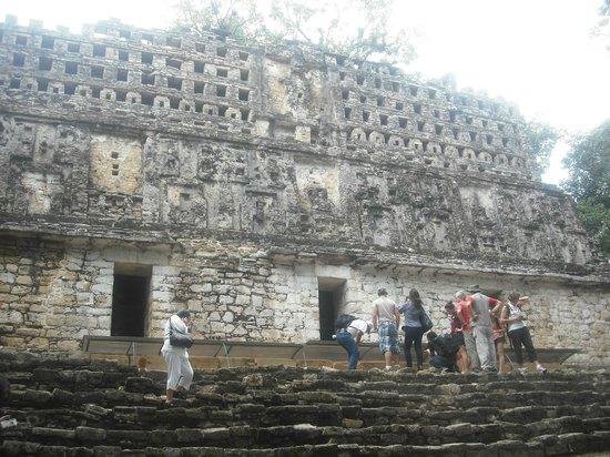 Yaxchilan:                   Templo 33
