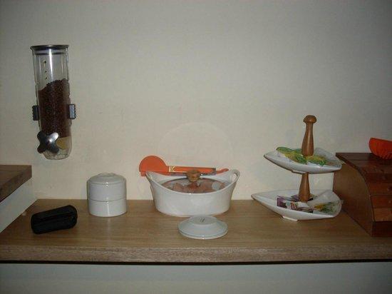 Molicie Hotel: Buffet de desayuno: pan, croissants, mantequilla, mermelada, fruta...