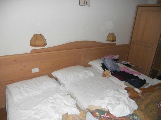 Hotel Liz:                   camera