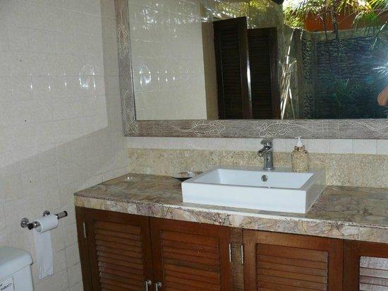 Guci Guesthouses: Bathroom