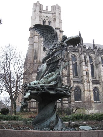 Cathedral Church of Saint John the Divine: The unusual fountain outside