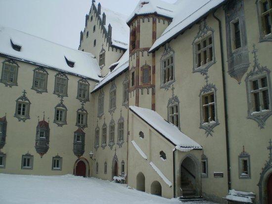 Altstadt von Fuessen: castillo de Hohe Schloss en el pueblo de Füssen
