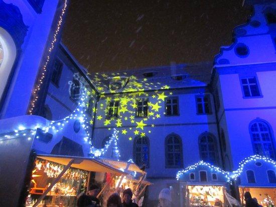 Altstadt von Fuessen: Patio interior del Monasterio de San Mang con la iluminación navideña ¡precioso!