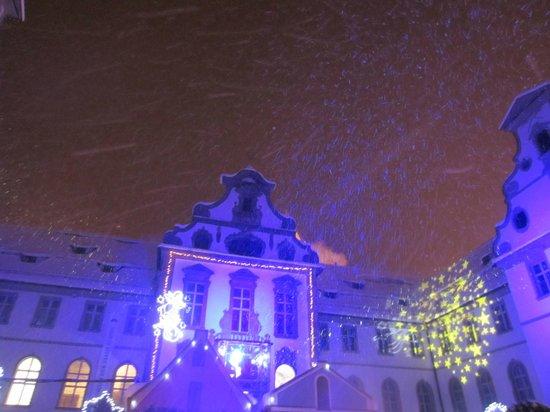 Altstadt von Fuessen: nevando,pero no demasiado frio, muy agradable para pasear pero bien abrigados