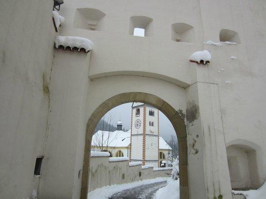 Altstadt von Fuessen: subiendo desde la basilica de San Mang al castillo de Hohe Schloss
