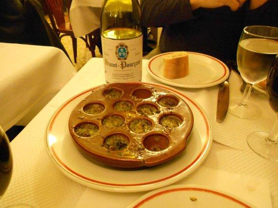 Le Bon Saint Pourcain:                   escargots ao alho.