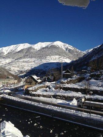 Hotel Spa Acevi Val d'Aran: VUE DE LA CHAMBRE