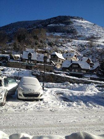 Hotel Spa Acevi Val d'Aran: VUE DE LA SALLE A MANGER