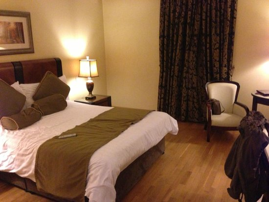 Villa Rose Hotel:                   Lovely modern room with large bed