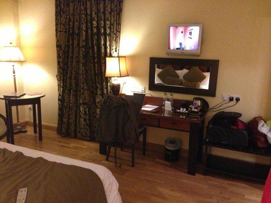 Villa Rose Hotel:                   Desk and small TV
