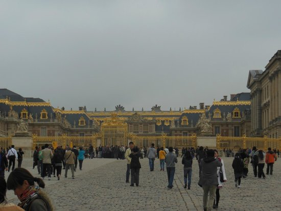 Front entrance palace at versailles picture of for Versailles yvelines