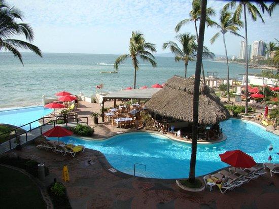 Plaza Pelicanos Grand Beach Resort:                   View of Pool from Balcony