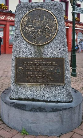 Cobh Heritage Centre: Titanic Memorial along the street a short distance away