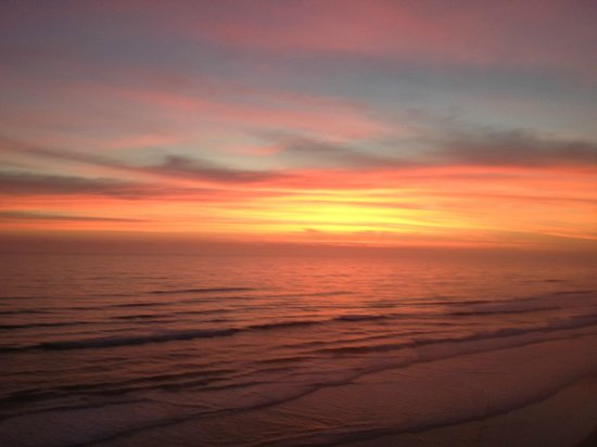 Holiday Inn Express and Suites Oceanfront: Just one of the many beautiful sunrises.