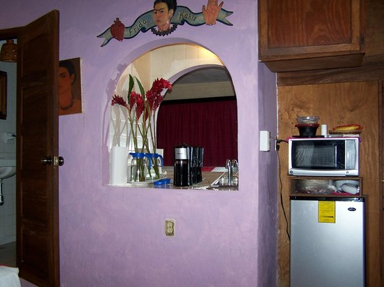 Hotel Yazmin:                   Room 8 with bar, sink, refrigerator and microwave
