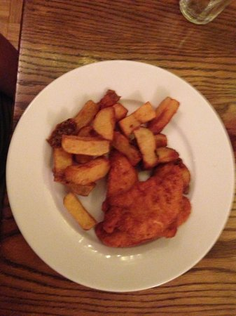 The Monarch Hotel & Church Ruin: Kids fav meal... chicken and handcut chips