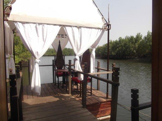 Mandina River Lodge:                   Dining area of lodge