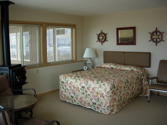 Ecola Inn: Our rooms are comfortable and big enough to stay for a while.