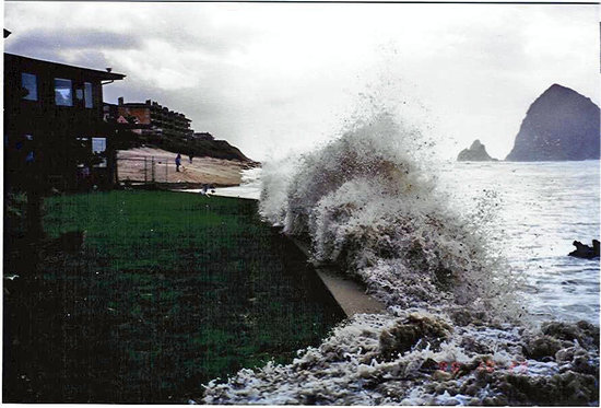 Ecola Inn: We offer spectacular storm watching in the winter.