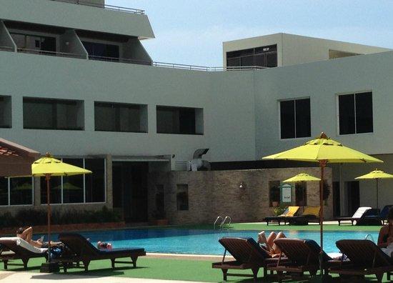 Patong Resort: Piscina nell'Edificio Principale
