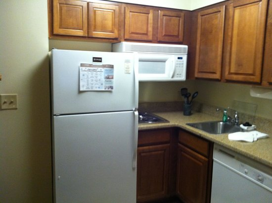 Staybridge Suites Madison East: Kitchen