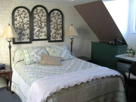 A Newfound Bed & Breakfast: Birches Room