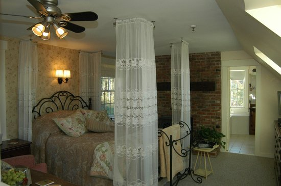 A Newfound Bed & Breakfast: Cardigan Room
