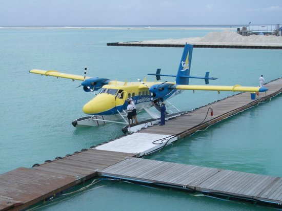 Kunfunadhoo:                   Flight to island