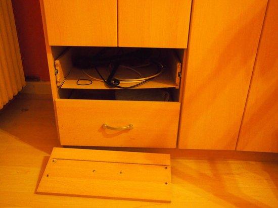Hotel Schaum:                   The cupboard