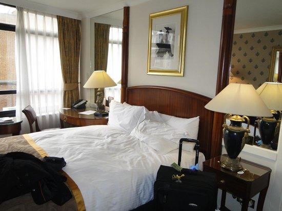 Millennium Hotel London Knightsbridge: Habitación con vista a Sloan street