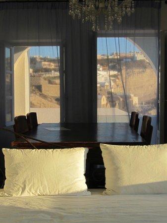 Lilium Villas Santorini: Dining / View
