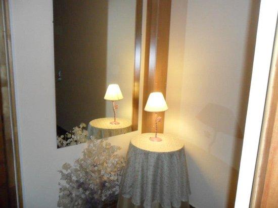 Residencial Sissus: pasillo del hotel